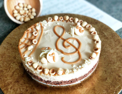 Karamelový cheesecake s lískovými ořechy